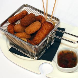 immagine Bastoncini di mozzarella impanata con pastella alla birra, mozzarella in carrozza, olive all'ascolana, salsa tartara (9 pz)